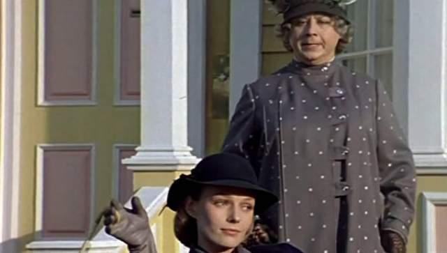 Чтобы сыграть роль как можно достовернее, Табаков придумал себе золотую фиксу - правда, эта деталь показалась режиссеру лишней, и от нее отказались: все-таки фикса делала мисс Эндрю больше похожей не на воспитательницу, а на какую-то уголовницу.