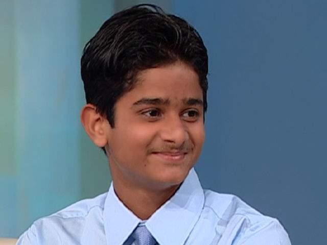 Акрит Ясвал В 7 лет Акрит из Индии провел свою первую операцию: он восстановил подвижность пальцев соседской девочке - после сильного ожога она была не в силах разжать кулак, а у родителей не было денег на поездку в больницу.