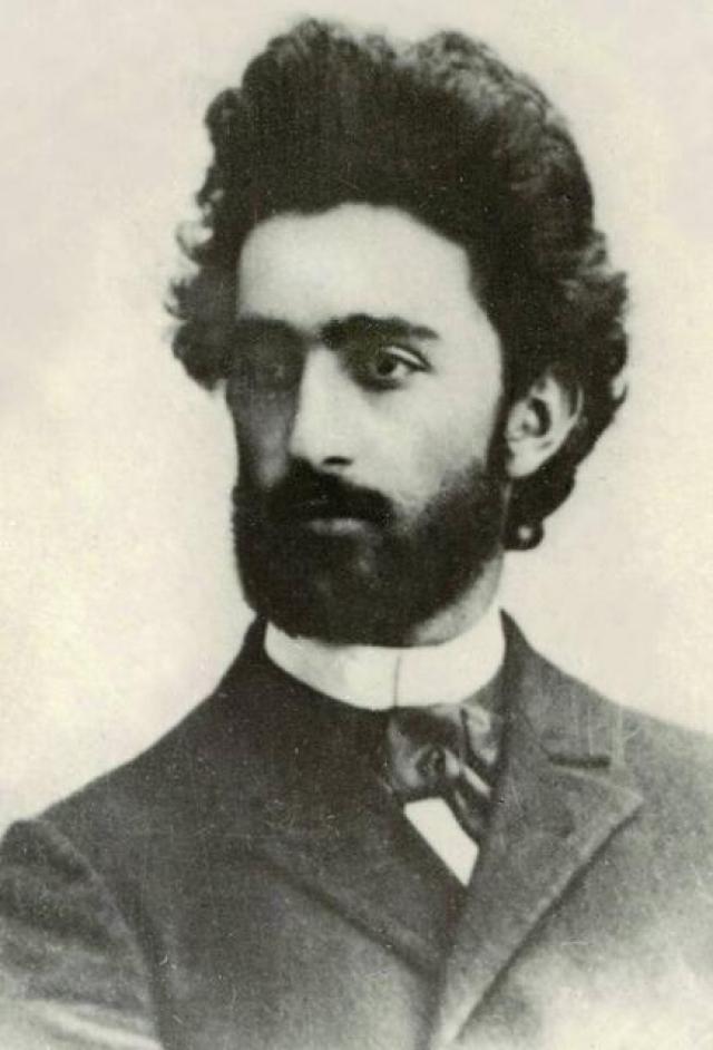 Но в 1897 году прагматичный Нестор женился на более богатой избраннице. Леся тогда написала: «Попался, как жучка, в панскую ручку!». Она отправила ему множество писем, но он не ответил взаимностью.