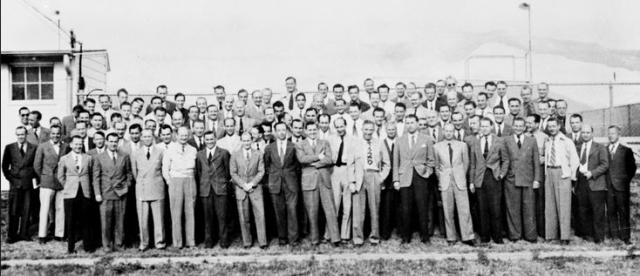 """В 1947 году эта операция эвакуации охватила около 1800 техников и ученых, а также 3700 членов их семей. Люди, имеющие специальные знания или умения, были заключены в центры допросов, такие как носивший кодовое название """"Мусорный ящик"""", где их держали в заключении и допрашивали, в некоторых случаях месяцами."""