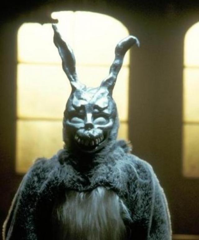 """""""Донни Дарко"""". В мистическом триллере появляется загадочный герой в маске страшного кролика."""