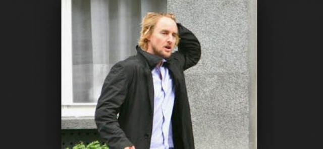 По данным прессы, актер принял большое количество лекарств, после чего осколком от бутылки вскрыл себе вены на обоих запястьях.