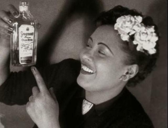 Уже после тридцати лет у Холидей начались хронические проблемы со здоровьем. Несколько раз арестовывали за хранение и употребление наркотиков, а кроме этого она много пила.
