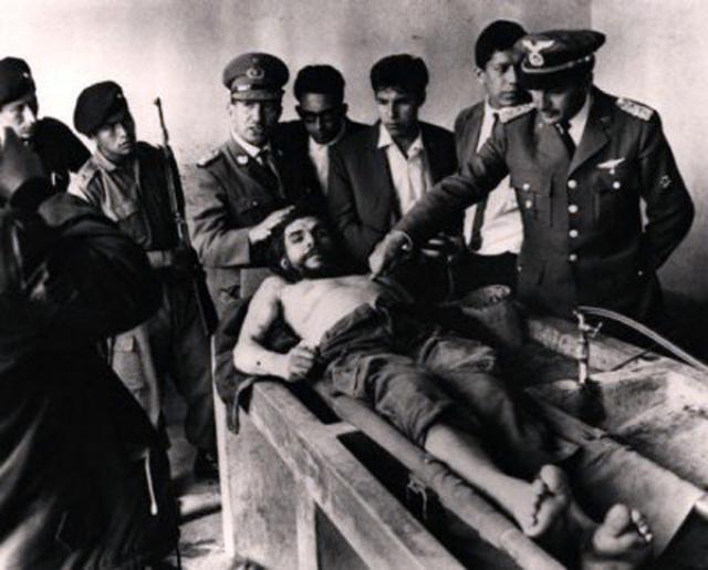 В июле 1995 года было обнаружено местоположение могилы Гевары. А в июле 1997 года останки команданте были возвращены Кубе, а в октябре 1997 года перезахоронены в мавзолее города Санта-Клара.