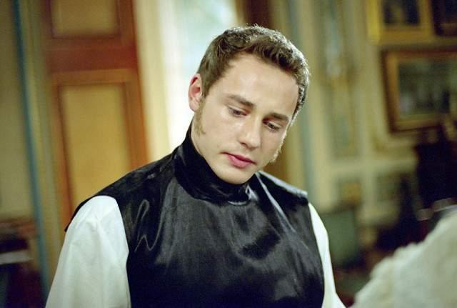Дмитрий Исаев - цесаревич Александр. Роль стала первой заметной работой актера в кино начиная с 2001 года. Тут же к актеру пришла настоящая известность.