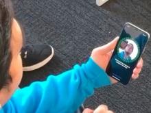 Новый iPhone X перемещает интимные фото в неудаляемую папку и путает близнецов