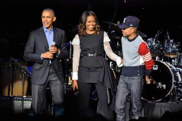 Дружба этой парочки кажется менее удивительной, если знать тот факт, что Чэнс - сын заместителя начальника штаба мэра Чикаго, который ранее был гос.управляющим мало известного сенатора от штата Иллинойс по имени Барак Обама.