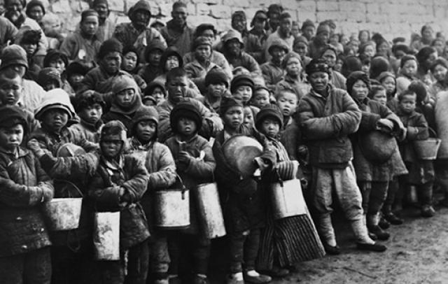 Стали распространены каннибализм, продажа человеческой плоти на рынке, обмен детьми, чтобы люди могли использовать их в пищу, не совершая при этом грех детоубийства.
