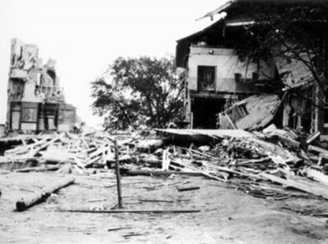 Позже спасатели обнаружили еще 500 фунтов (230 кг) неразорвавшейся взрывчатки, установленной всюду по основанию южного крыла школы.