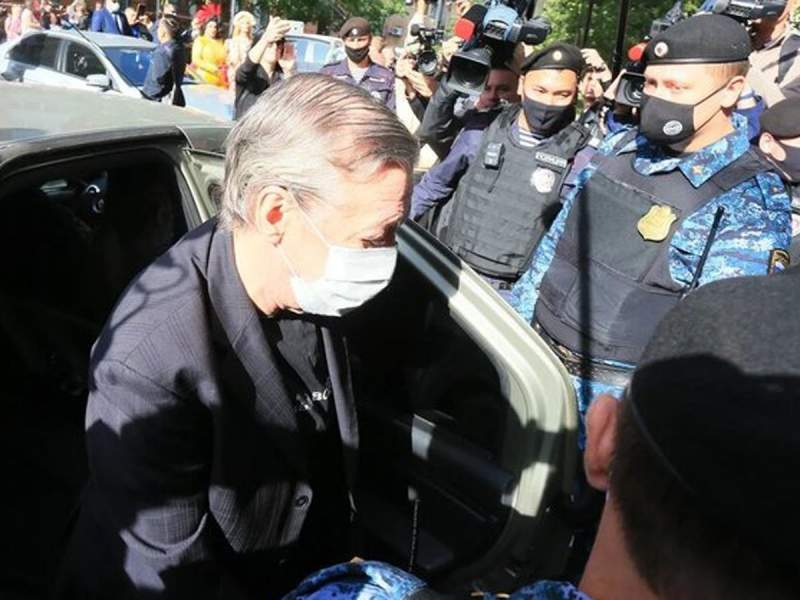 Прокурор запросил для Ефремова 11 лет колонии общего режима: актер признал вину