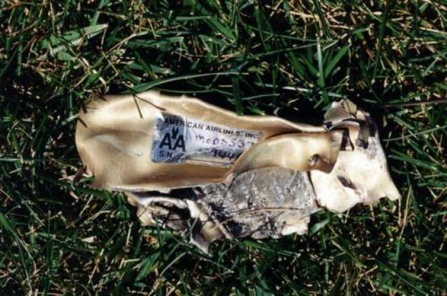Обломки самолета, летевшего рейсом 77American Airlines