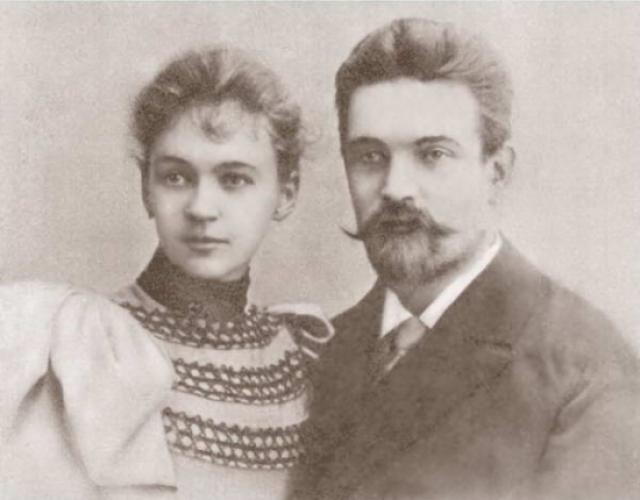 Любовь Орлова родилась 29 января 1902 года в подмосковном Звенигороде в дворянской семье. Ее отец Петр Федорович Орлов служил в военном ведомстве и имел высокие царские награды, а мать Евгения Николаевна Сухотина происходила из старинного дворянского рода.