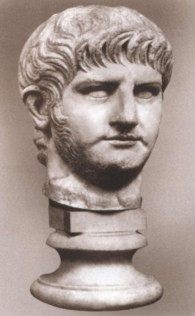По-царски. Император Нерон устроил в Риме глобальный пожар. Римский император, по одной из версий, совершил поджог, в результате которого выгорел почти весь Вечный город.