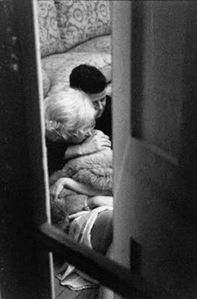 Обнимающиеся Мэрилин Монро и президент США Джон Кеннеди