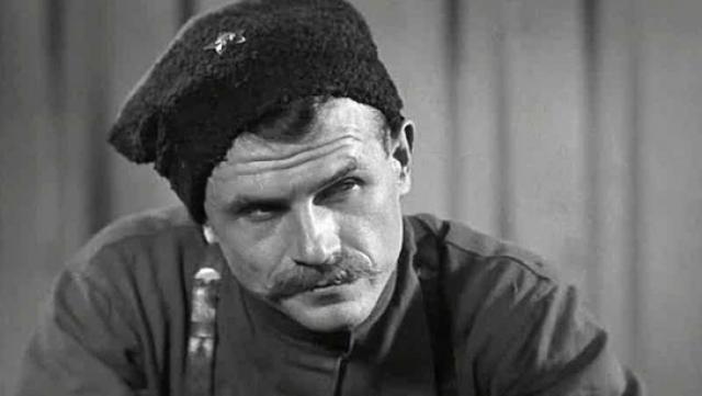 Чапаев. В фильме роль блистательно исполнил Борис Бабочкин.