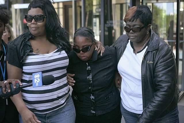 Источники рассказали правоохранительным органам, что до совершения преступления бывший муж угрожал Джулии Хадсон: он был взбешен тем, что у нее появился новый возлюбленный.