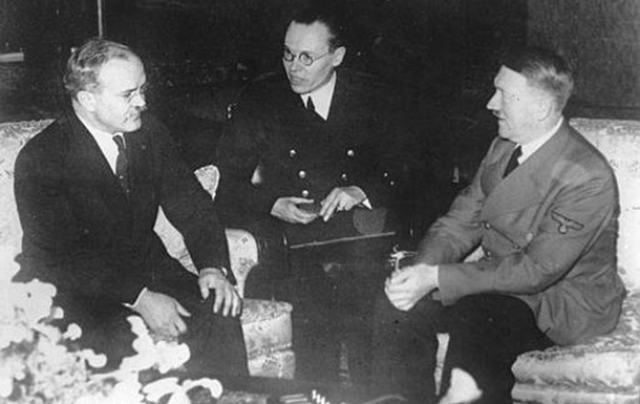 Безусловно, Гитлер понимал, что основная проблема, мешающая осуществлению этих планов, - несовместимость идеологий. Поэтому он честно признал, что Германия и Россия никогда не станут одним миром.