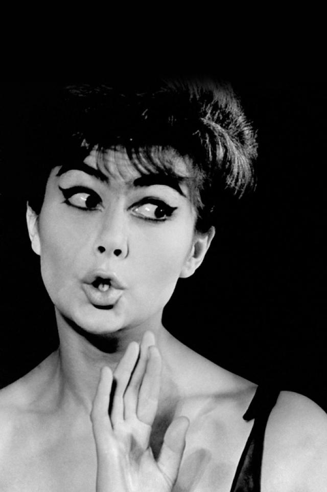 """Пьеха могла петь все что угодно и совершенно не думать о своей сексуальной привлекательности – за нее все """"делали"""" акцент и утонченная элегантность."""
