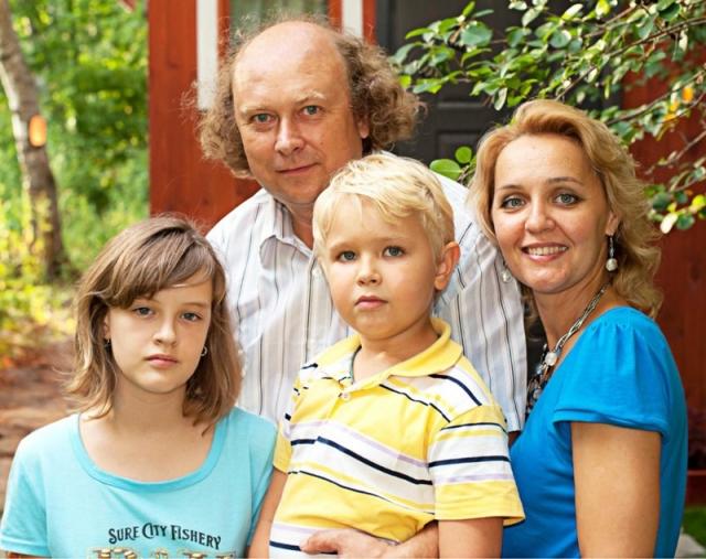 """Ее актерская карьера так и закончилась. Сейчас для нее на первом месте семья: Татьяна счастлива в браке с актером Алексеем Войтюком, сыгравшим Ивана-подкидыша в сказке """"После дождичка в четверг""""."""