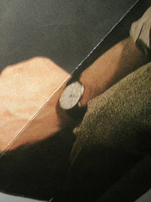 Более того, на руке Янковского часы показывали точное время взрыва - 9 часов 32 минуты. Кроме всего прочего, ходили слухи, что если присмотреться к пиджаку артиста, который висел на стуле, то можно было разглядеть слово «Арзамас», набранное микрошрифтом.