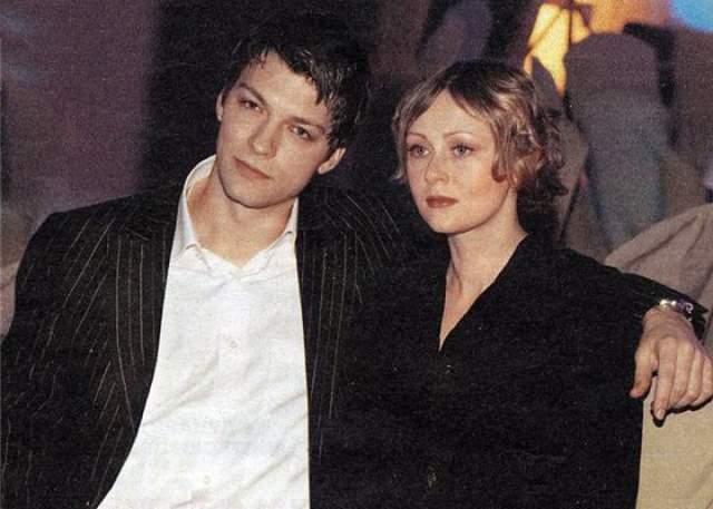 Страхову постоянно приписывали романы с партнершами по съемочной площадке, в том числе и с Еленой Кориковой, но уже больше 17 лет он женат на актрисе Марии Леоновой.