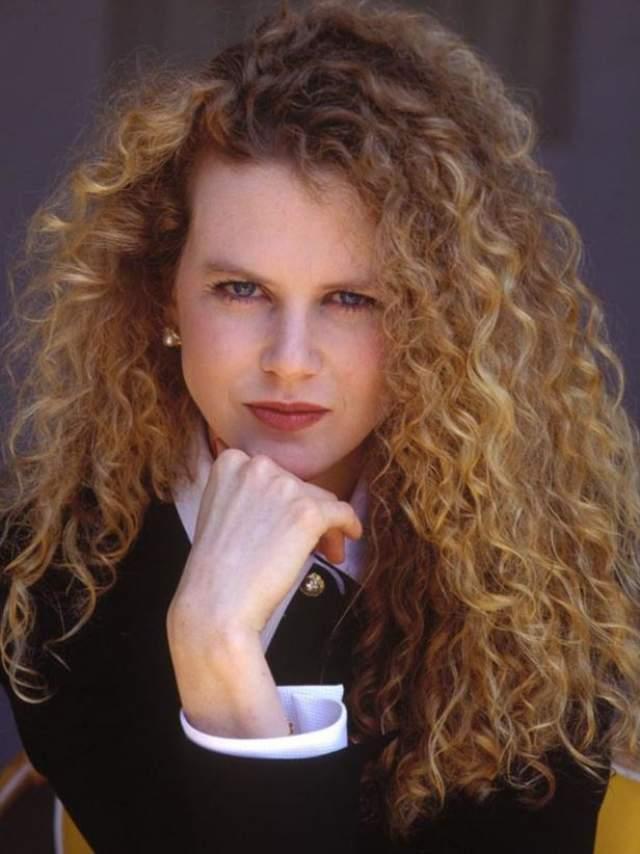 Николь Кидман, 51 год. Австралийская актриса еще в юности вытягивает волосы, хотя от природы они у нее вьющиеся.