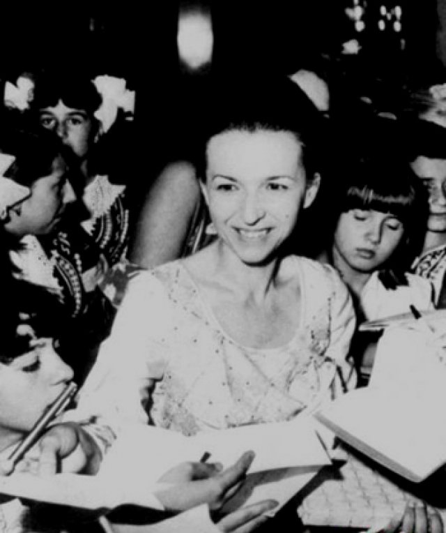 Болгарский лидер Тодор Живков, находясь у власти, не только делал все, чтобы его дети ни в чем не нуждались, но и активно помогал им в партийной карьере. Его любимицей была дочь Людмила Живкова .