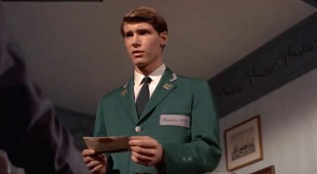 А это начинающий актер Харрисон Форд .
