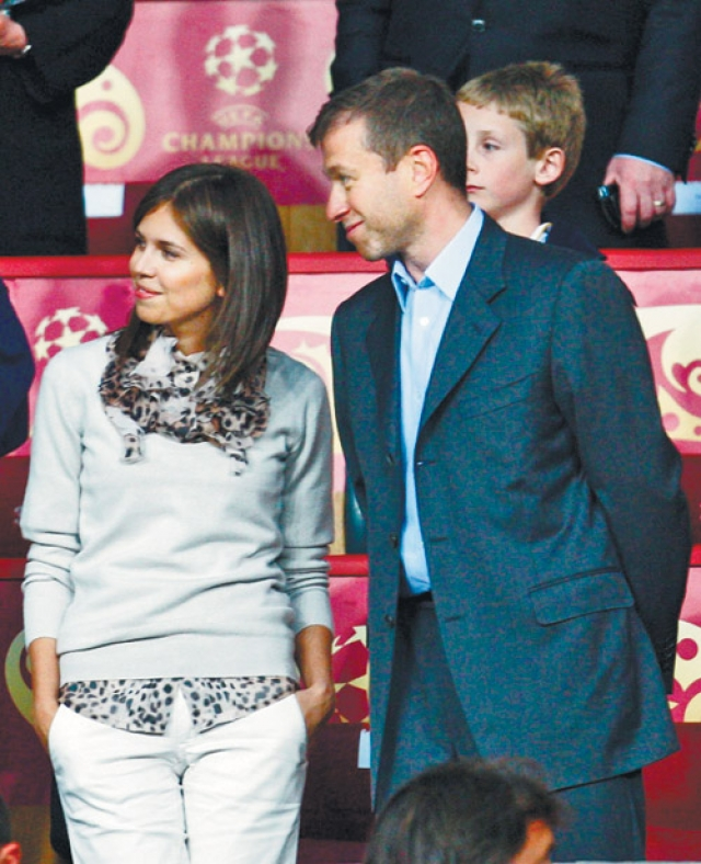 "Девушка познакомилась с тогда еще женатым олигархом на матче команды ""Челси""."