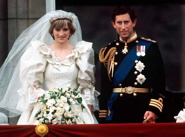 """Принц, не решившись сделать предложение женщине не царских кровей и сомнительной репутации, ушел на флот. Вернувшись, он обнаружил, что Камилла замужем, да и сам спустя недолгое время, сочетался браком с """"удачной"""", по мнению королевы Елизаветы, партией - Дианой."""