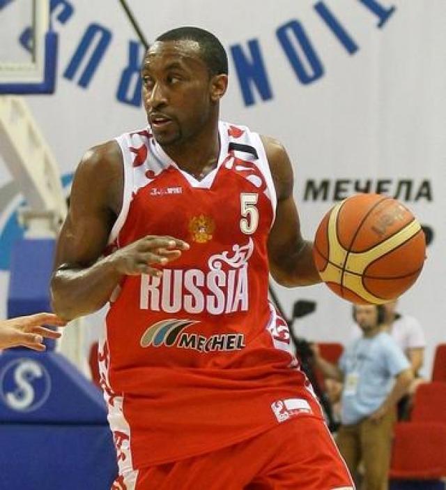 В составе армейцев девять раз выигрывал чемпионат России, дважды - Евролигу, один раз - Единую лигу ВТБ.