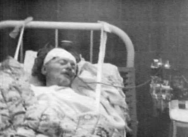 Все это время, несмотря на свою рану, Троцкий оставался в сознании, и даже приказал охранникам не убивать нападавшего, а выяснить, кто его послал.