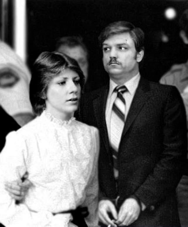 """Шарлин и Джеральд Галлего В период с 1978 по 1980 год супруги изнасиловали и убили 9 девушек, включая одну беременную. Джеральд доминировал в отношениях, а Шарлин делала все, что он скажет. У них было больное воображение, вскоре они захотели иметь """"секс-рабынь""""."""
