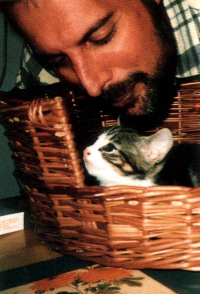 """Далила стала не просто любимой кошкой Фредди Меркьюри, для него она была настоящей принцессой. Он чаще, чем других брал ее на руки, гулял с ней, она спала рядом с ним. Своей любимице певец посвятил песню """"Delilah"""""""