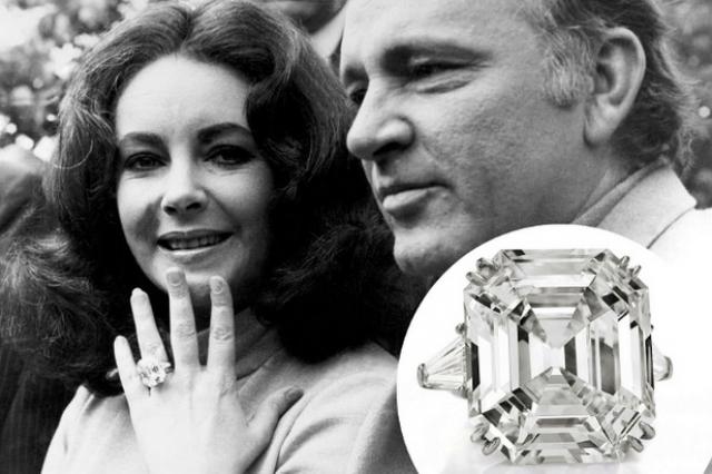 Их брачное обещание скрепило помолвочное бриллиантовое кольцо стоимостью в один миллион долларов.