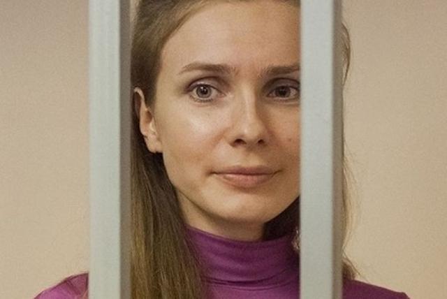 """В августе 2013 года ее приговорили к трем годам колонии общего режима по статье """"мошенничество"""". Потом по апелляционной жалобе сократили срок на год."""