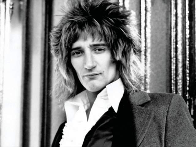 Род Стюарт. У рок-певца целых восемь детей, но вот с детства он знал лишь семерых из них.