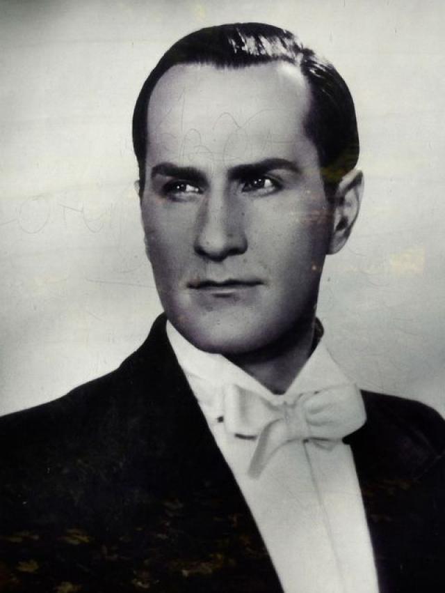 Владимир Зельдин. В это трудно поверить, но впервые на сцену Владимир Зельдин вышел аж в середине 30-х годов, а первую роль в кино (до сих пор остающуюся самой известной в фильмографии актера), исполнил в 1941 году.