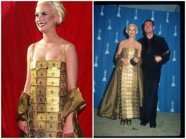 """В 1995 году Лизи Гардинер дизайнер костюмов для фильма """"Присцилла, королева пустыни"""", пришла на награждение в платье, сделанном из золотых кредиток. Оно стало предметом всеобщего восхищения и запомнилось публике больше профессиональных достижений Лизи."""