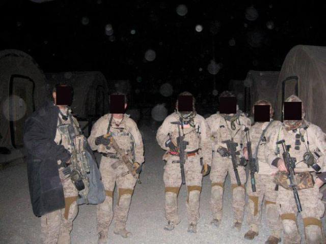 Атака была запланирована на время с небольшой лунной освещенностью, чтобы вертолеты могли проникнуть в Пакистан незамеченными. Спецназовцы вылетели в Пакистан из Джелалабада (Афганистан) на вертолетах Black Hawk и были экипированы автоматами M4, очками ночного видения и пистолетами.
