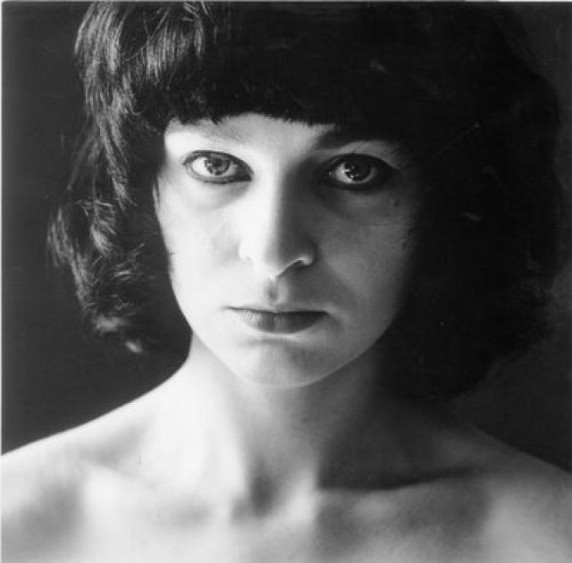 В январе 1982 г. в Париже при попытке совершения теракта была арестована жена Карлоса, немецкая террористка Магдалена Копп. Карлос, безуспешно пытаясь добиться ее освобождения, организовал несколько взрывов во Франции.