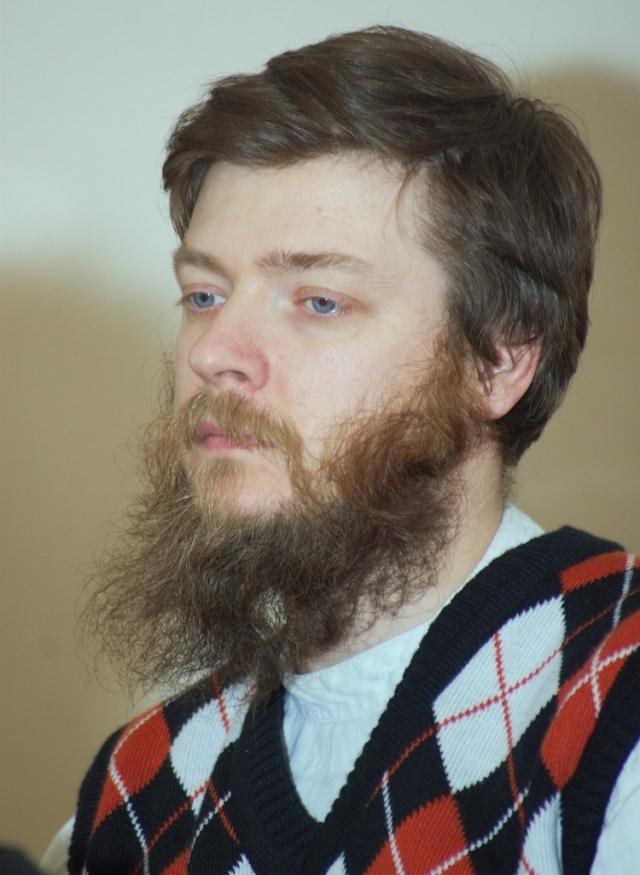 В 1992 году окончил филологический факультет МГУ по кафедре классической филологии. Занимался востоковедными дисциплинами во Франции, Англии и Германии.