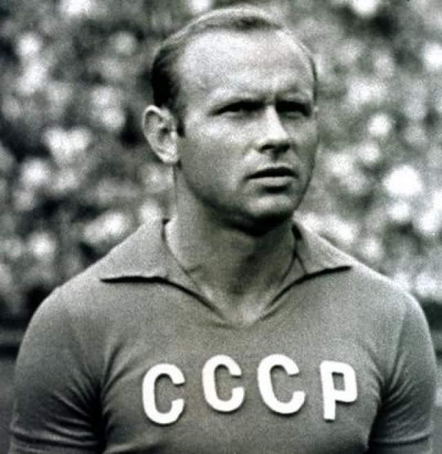 35. Эдуард Стрельцов, умер в 1990 году в возрасте 53 лет, футболист Нарушение закона: изнасилование