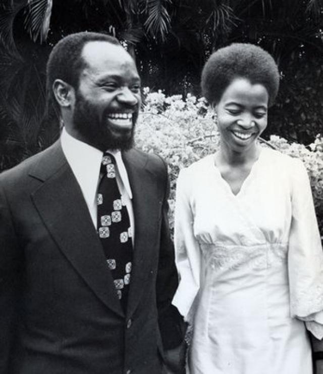 За своего первого мужа, Самора Машела — президента Мозамбика, Симбине вышла в 1975 году, и их брак просуществовал до 1986 года, пока Машел не погиб в авиакатастрофе.