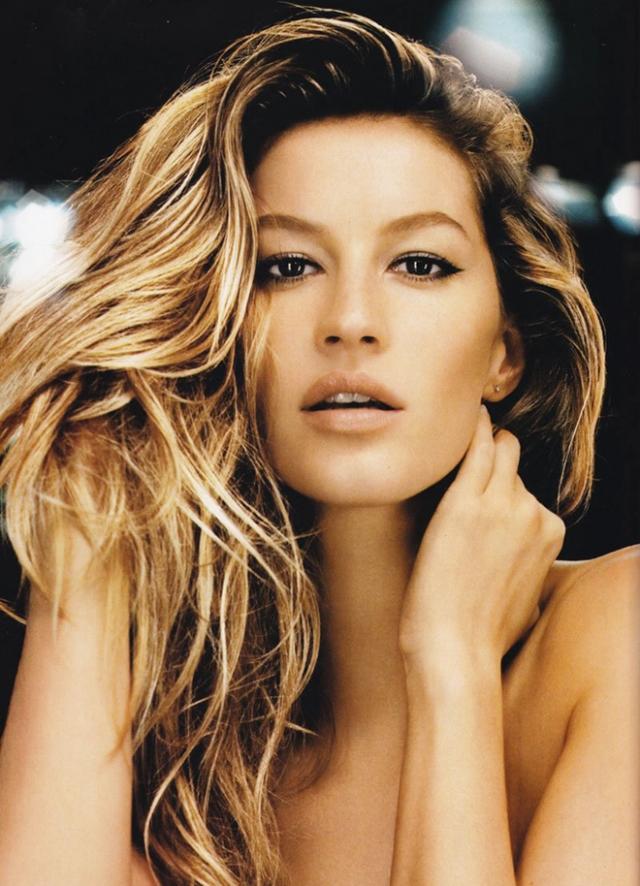 Жизель Бюндхен. Бразильская супермодель, также известная как одна из бывших ангелов Victoria's Secret, карьеру фотомодели начала в 14 лет, когда на нее обратил внимание представитель агентства Elite Modeling. С тех пор карьера Жизель начала набирать обороты.