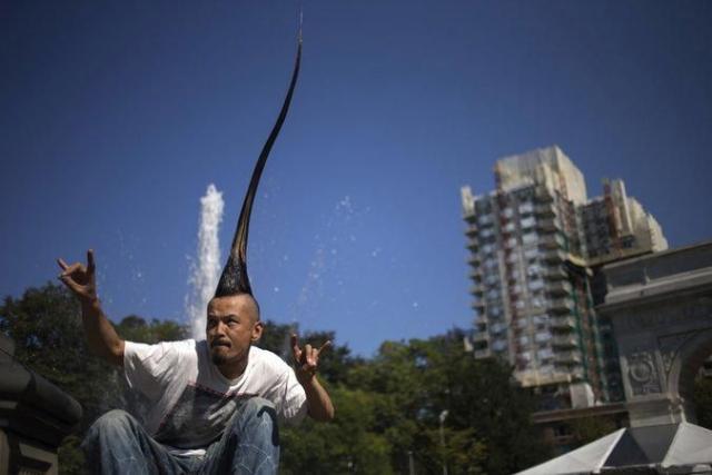Японский дизайнер Казухиро Ватанабе вырастил ирокез высотой 113 см.