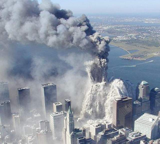 Кроме разрушения двух 110-этажных башен ВТЦ, были серьезно повреждены или уничтожены другие строения ВТЦ, такие как 7 World Trade Center, 6 World Trade Center, 5 World Trade Center, 4 World Trade Center, отель Marriott World Trade Center и православная греческая Церковь Святого Николая. Здание Deutsche Bank, находившееся на другой стороне Либерти-стрит и около 10-и других зданий были признаны подлежащими под снос.