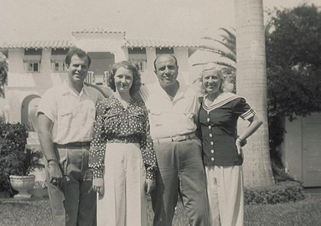 """30 декабря 1918 года 19-летний Капоне женится на Мэй Джозефине Кафлин, которая была ирландской католичкой и ранее в том же месяце родила их сына Альберта Фрэнсиса """"Сонни"""" Капоне."""