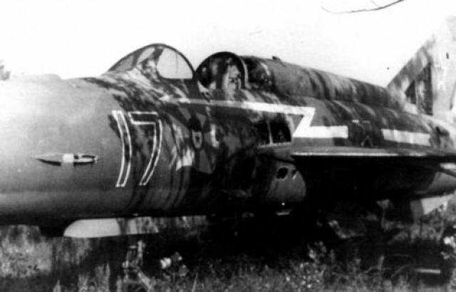 Капитан Елисеев вылетел на перехват с аэродрома в Вазиани. Елисеев решился на таран и нанес крылом удар по хвостовому оперению «Фантома». Самолет потерпел крушение, его экипаж был задержан. МиГ Елисеева стал снижаться и врезался в гору. На фото: истребитель МиГ-21СМ