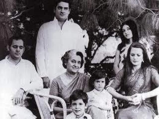 Семья Ганди Индия- страна, для которой кастовый закон так же незыблем, как и факт, что солнце светит. Каста, религия, происхождение - три кита индийской политики.